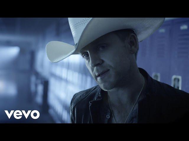 Video oficial de Justin Moore Lettin the night Roll
