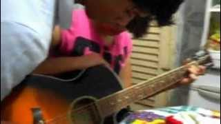 eu e miriam tocando violão (ja estou crucificado - Fernandinho)