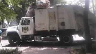 Así contaminan los camiones recolectores de basura en la CDMX
