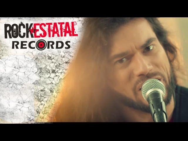 """Videoclip oficial de la canción """"Con razón o sin razón"""" de Leo Jiménez."""