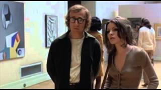 Woody Allen ismerkedni próbál egy festménykiállításon