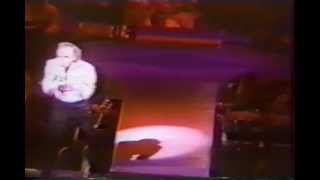 "Neil Diamond - ""Red Red Wine"" Live 1992 (Reggae version)"