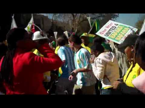 Mark and Sylv in South Africa – Part 3 – The Parade for Bafana Bafana !!!.wmv