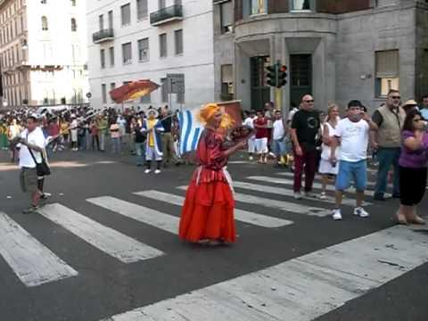 Desfile por el 10 de Agosto en Milano (Italia) 4