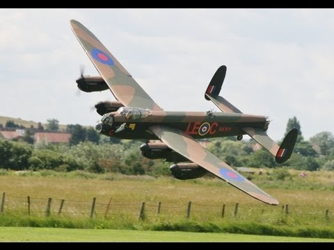 LARGE SCALE RC AVRO LANCASTER 152cc 17ft SPAN - RC MODEL AIRCRAFT SHOW BARTONS POINT - 2012
