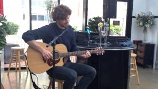 "Vance Joy live ""Mess is Mine"" (clip)"