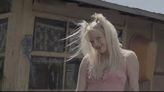 TOMMY CASH - LEAVE ME ALONE (OFFICIAL MUSIC VIDEO)