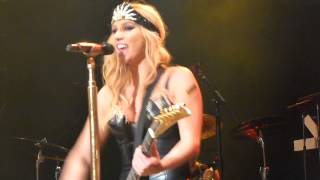 Kesha - Blah blah blah - LIVE PARIS 2013