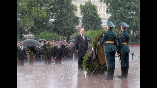 Putin ignores pouring rain to lay wreath on Day of Memory and Sorrow