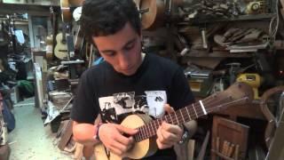 """Guilherme Órfão tangendo no (rajão tavares) uma música de Natal da Madeira """"Virgem do parto"""""""