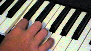 how to play piono.  very easy song with one hand