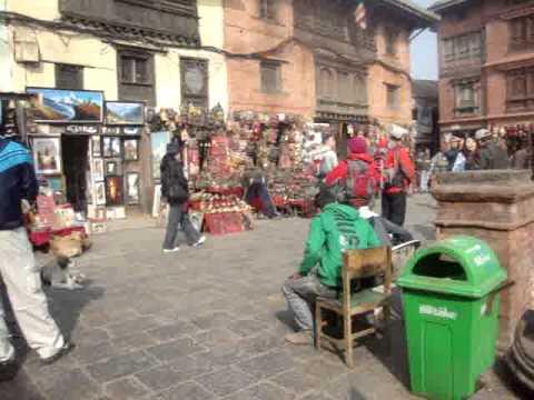 14 Juan Lázara y Shreekrishna con stupas de monjes