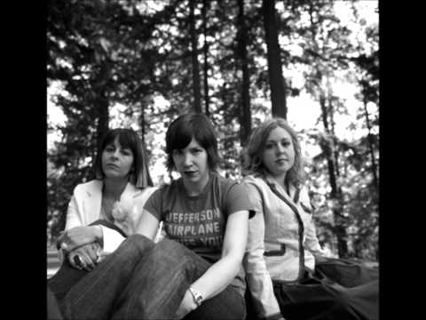 sleater-kinney-little-mouth-alien-she