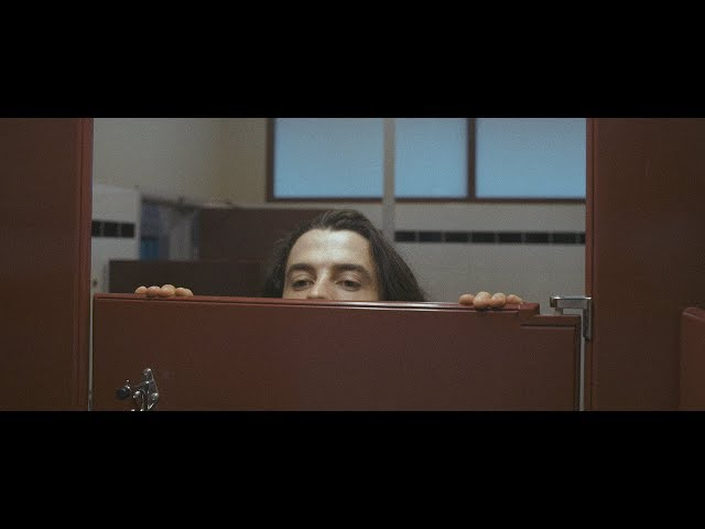 Videoclip de ''Drop The Guillotine'', de Peach Pit