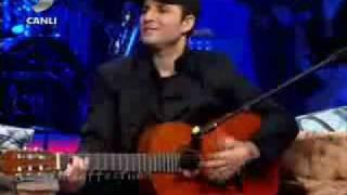 Yusuf Güney Arapça & Hintçe Şarkı Söylüyor