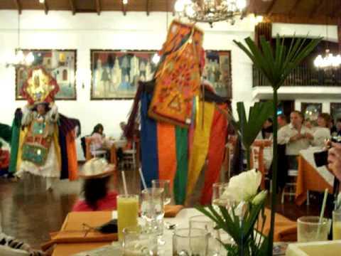 Typische Tänze in Quito bei unserer Ecuador Rundreise