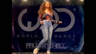 Incrível dança do robô (Breakdance) em concurso