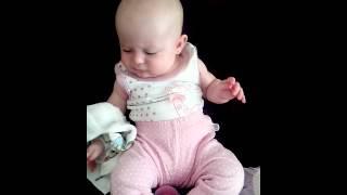 Bebê conversando.