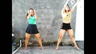 Mae e filha duas gostosa daçando funk de saia curta