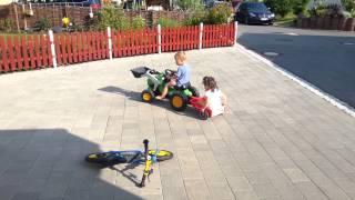 Felix & Mathea Traktor & Anhänger 2