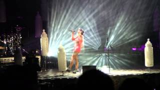 Lily Allen - Somewhere only we know Live
