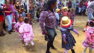 Bebella dançando quadrilha