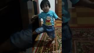 baby putri dancing up and down (lagu papua)
