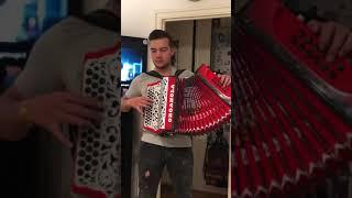 Coraçao não tem idade (toy) na concertina