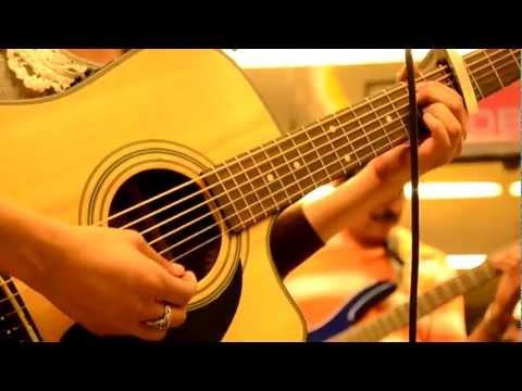 Diferente de Julie Doppler Band Letra y Video