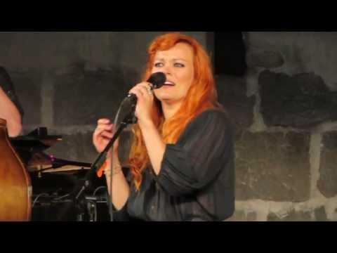 anna-puu-pikku-julmuri-kaustisen-folk-music-festival-2013-mrpongeli