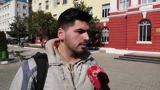 Ora News –  Momenti kur policia futet te Filologjiku, debatojnë me studentët