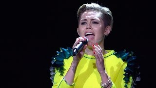 Miley Cyrus Performs Wrecking Ball ACOUSTIC at 2013 Bambi Awards!