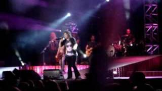 "Kelly Clarkson ""some guys have all the luck(Rod Stewart cover)"" Mid state fair 7/24/09"