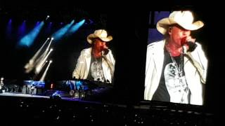 "Guns n'Roses ""Used To Love Her"" (HD) 04/11/2016 River"
