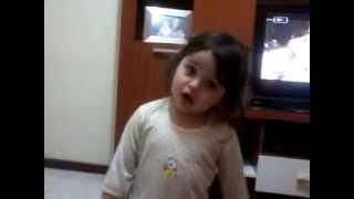 Lara cantando.... A bonequinha