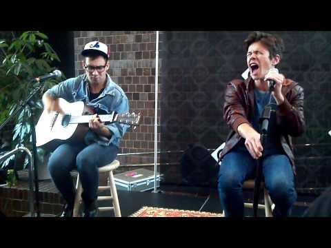 fun-carry-on-acoustic-chuckflan