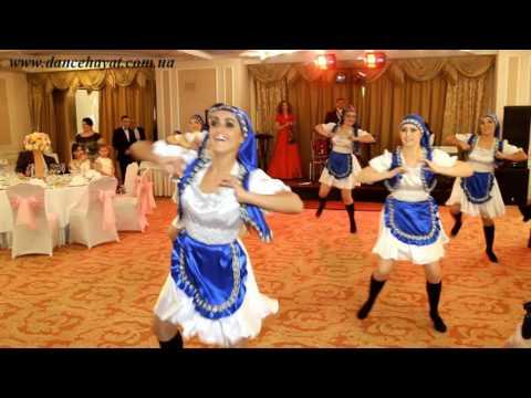 Сиськи негр в деревне перетрахал замужних девушек видео женщина сосет хуй