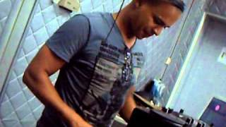 Mix Fm - Dj Callas live @ Mix Fm 96.5 - Luanda 24.11.2010 - Parte 4.AVI