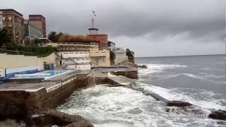 Oleaje junto  al RCAR(Real Club Astur de Regatas) Gijón