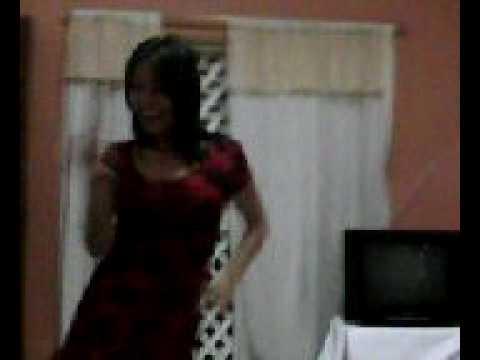 Sandra dançando no Natal