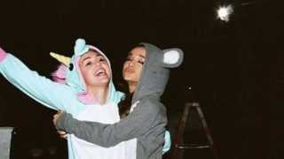 Miley Cyrus & Ariana Grande - Don't Dream It's Over (Crowded House Cover)