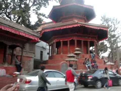 04 Juan Lázara y Shreekrishna en campana más grande de Nepal.MPG