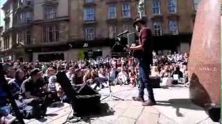Passenger performs Let Her Go on Buchanan Street, Glasgow.