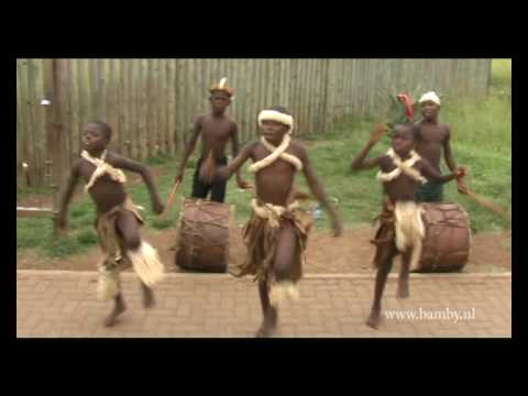 zulukids making music for toerists along the road