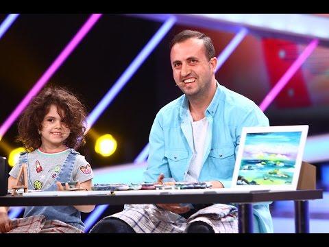 Maria Hirtescu picteaza cu degetul impreuna cu tatal sau la Next Star