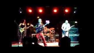 HUIS CLO - 02 - Mulher Maravilha (live, Grito Rock'12 Barretos)