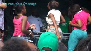 Notting Hill Carnival 2012: Nigerian Girls Shakes Their Bum Bum.wmv