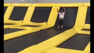 Pai Tenta Imitar Os Movimentos De Ginástica Da Filha
