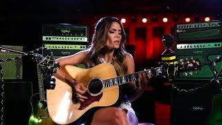 """Kany García canta """"Cómo decirle"""" en versión acústica"""