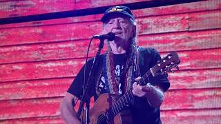 Willie Nelson & Family - Whiskey River (Live at Farm Aid 2017)
